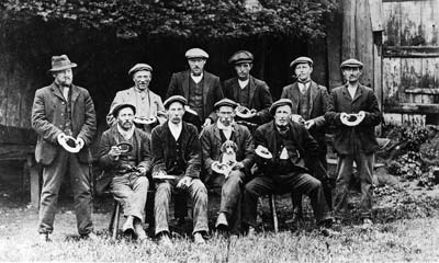 The 1914 pub quoits team
