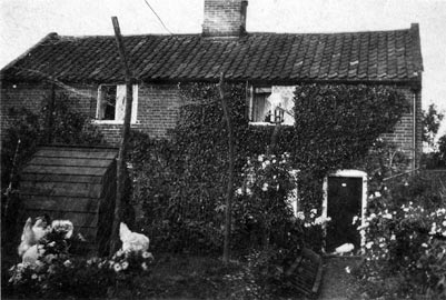 Baxters' cottage 1927
