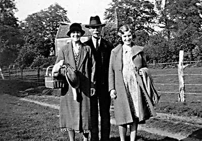 Mr & Mrs Douglas & daughter from 64 Woodgate -1942